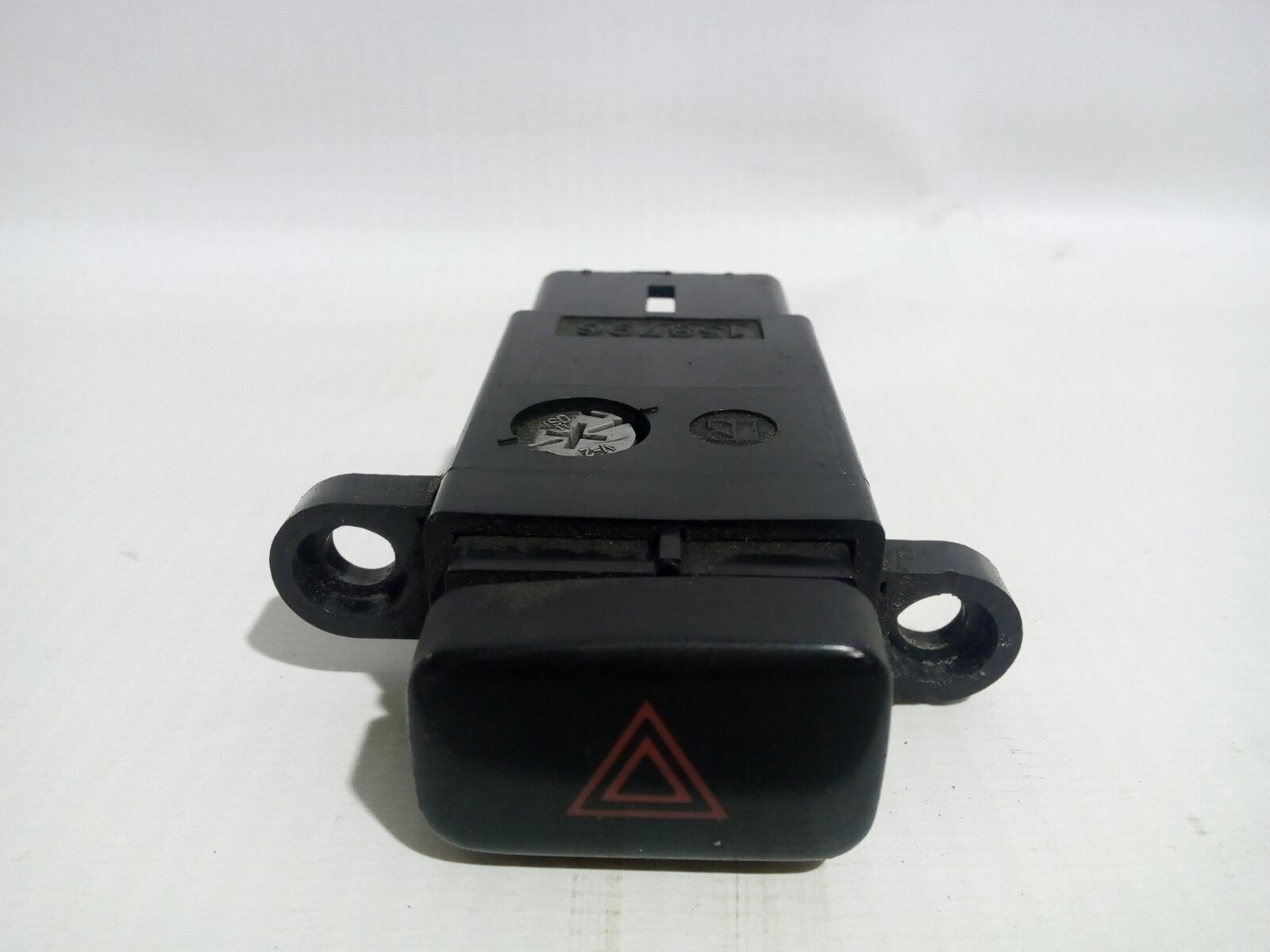 Кнопка включения аварийной сигнализации Toyota Camry Prominet VZV32 4VZ-FE 1992