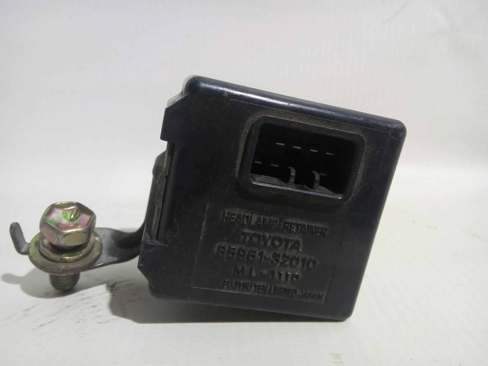 Блок управления светом Toyota Camry Prominet VZV32 4VZ-FE 1992