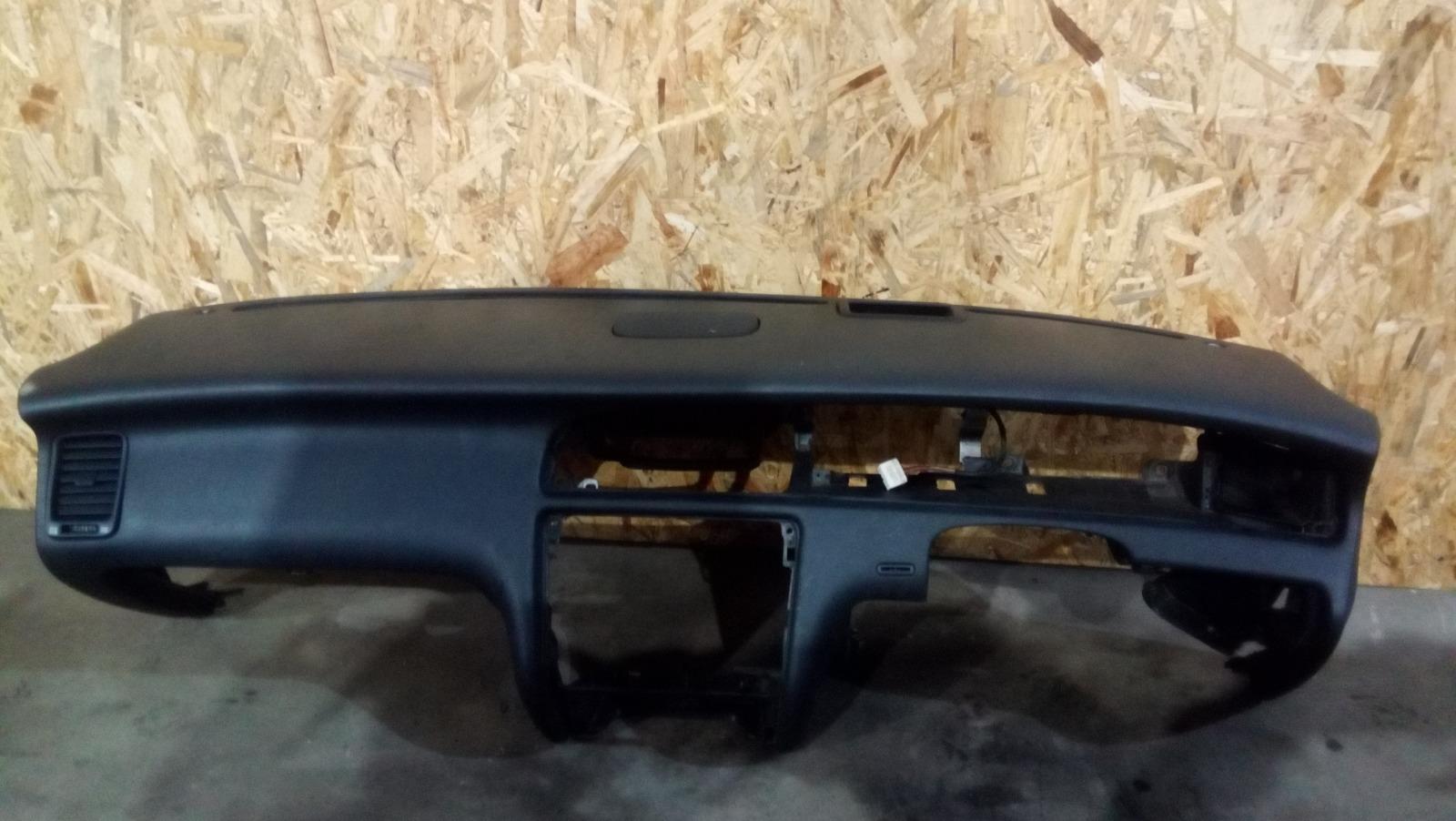 Панель приборов (торпеда) Toyota Crown Majesta UZS141 1UZ-FE 1991 передний