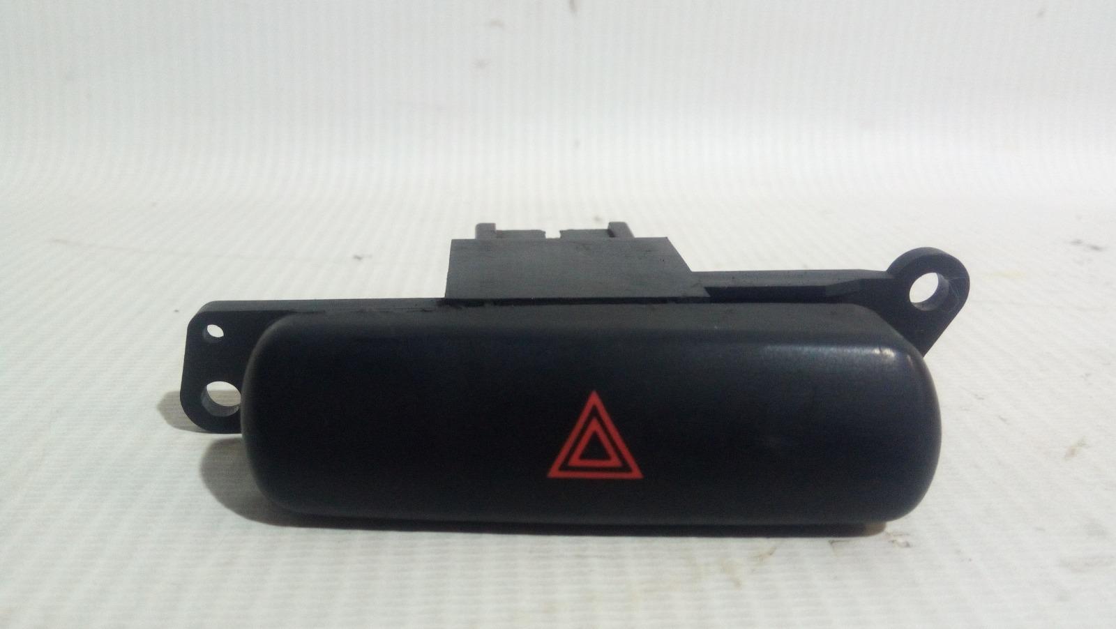 Кнопка включения аварийной сигнализации Mitsubishi Carisma DA1A 4G92 1997