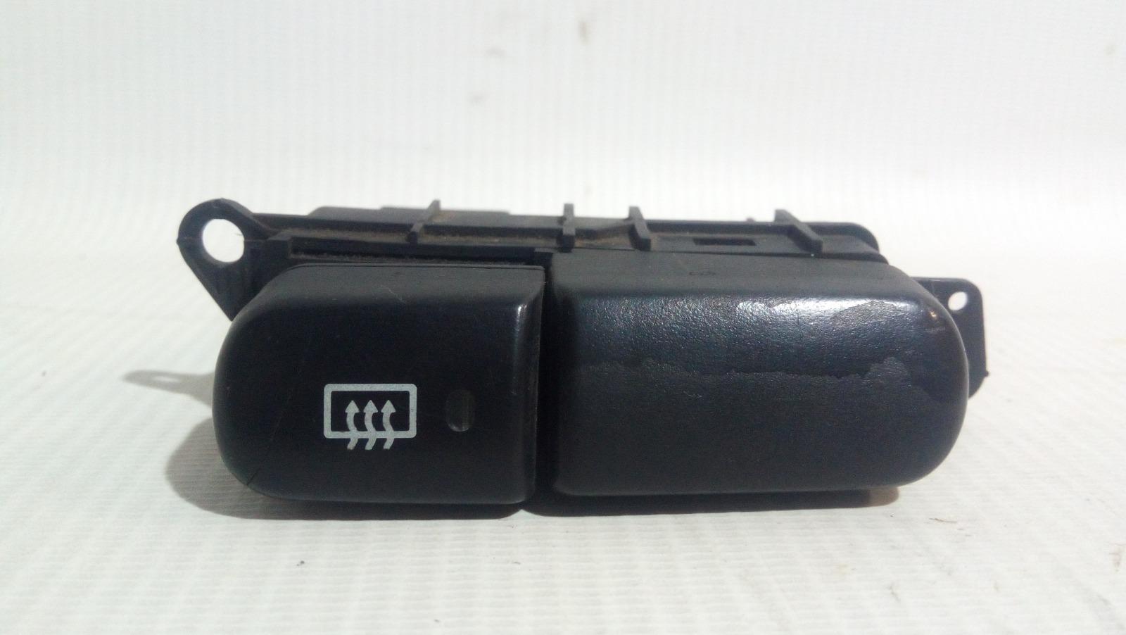 Кнопка включения обогрева стекла Mitsubishi Carisma DA1A 4G92 1997 задняя