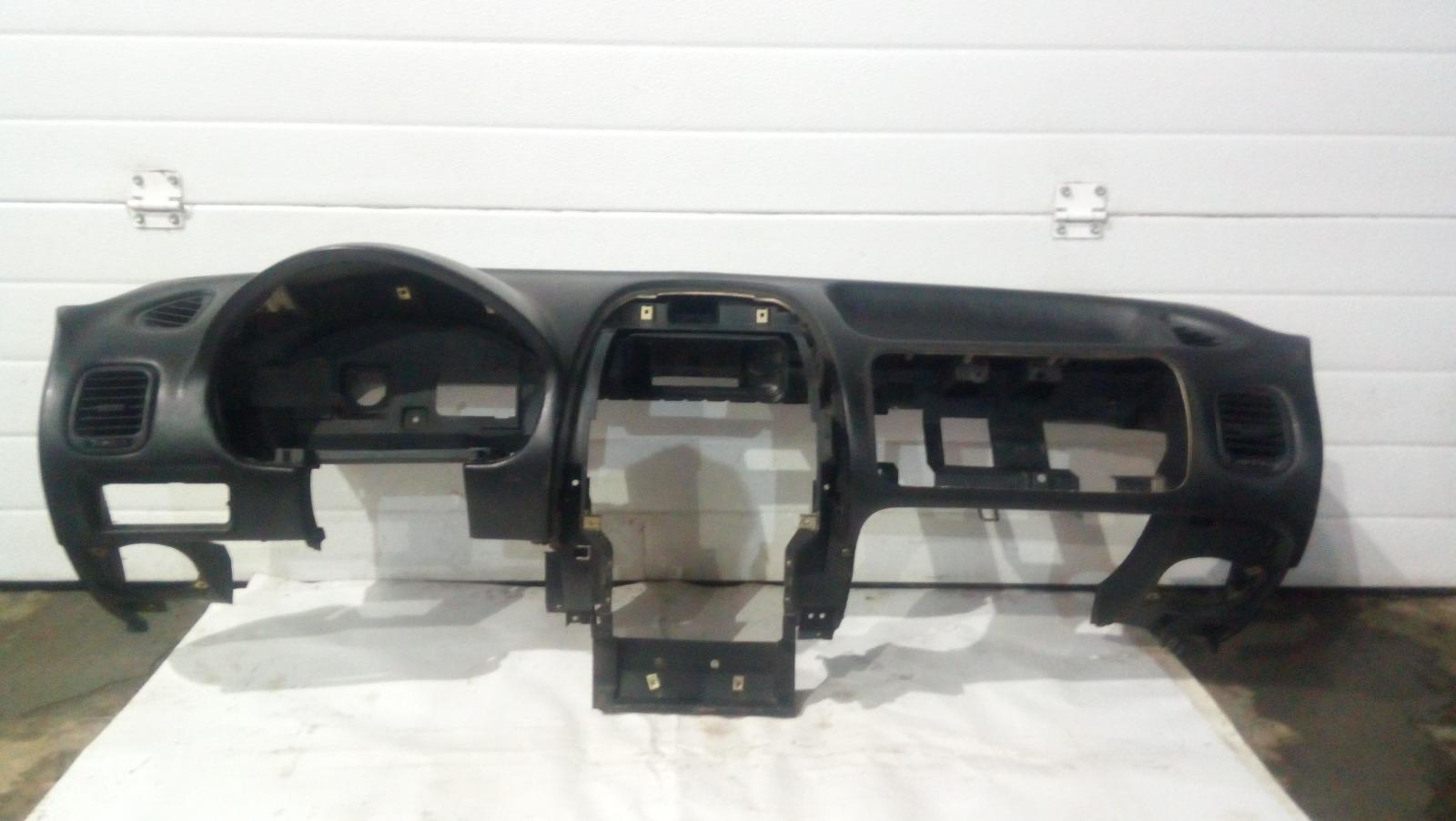 Панель приборов (торпеда) Mitsubishi Carisma DA1A 4G92 1997