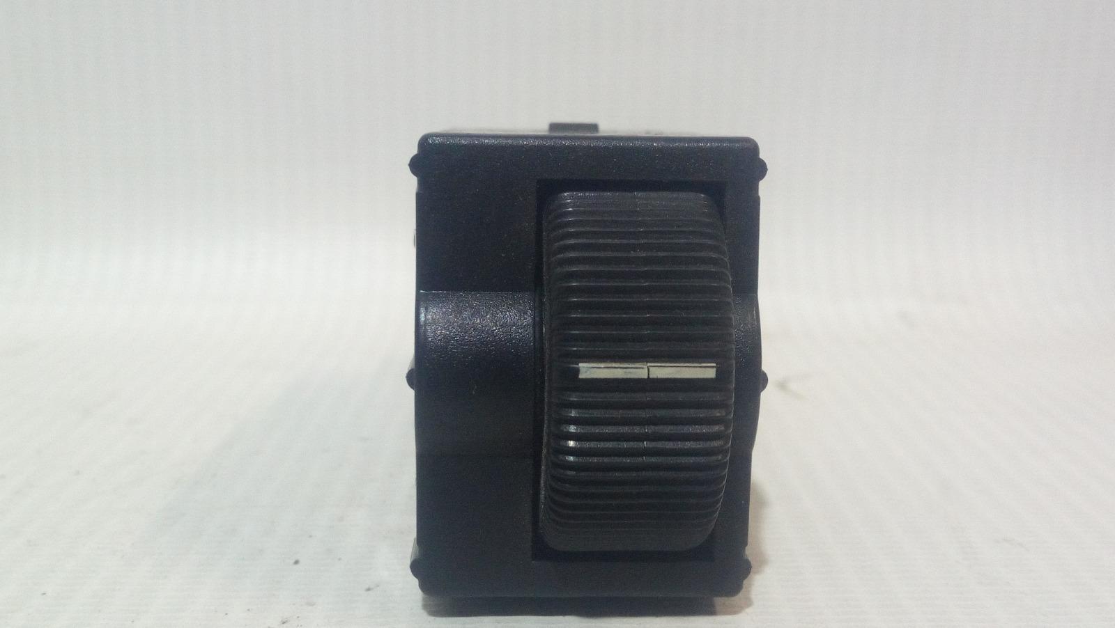 Кнопка регулировки фар Mitsubishi Carisma DA1A 4G92 1997