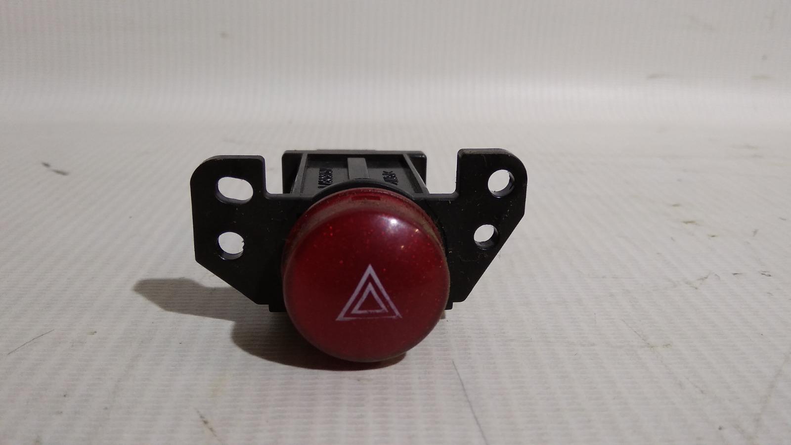 Кнопка включения аварийной сигнализации Mitsubishi Airtrek CU4W 4G64 2002
