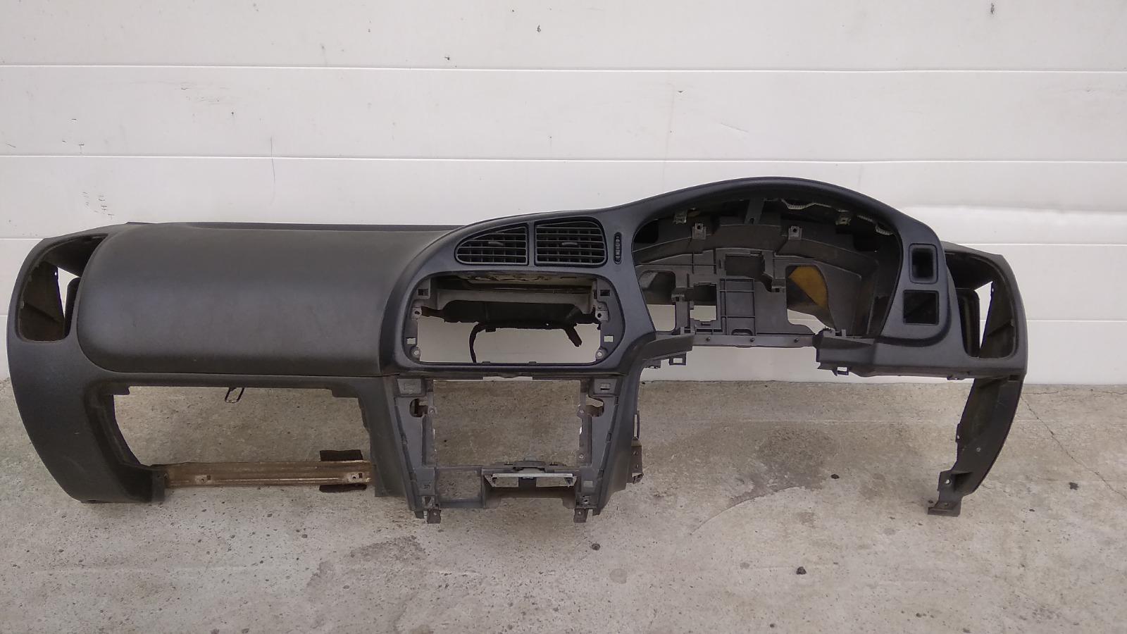 Панель приборов (торпеда) Mitsubishi Lancer CK2A 4G15 1999
