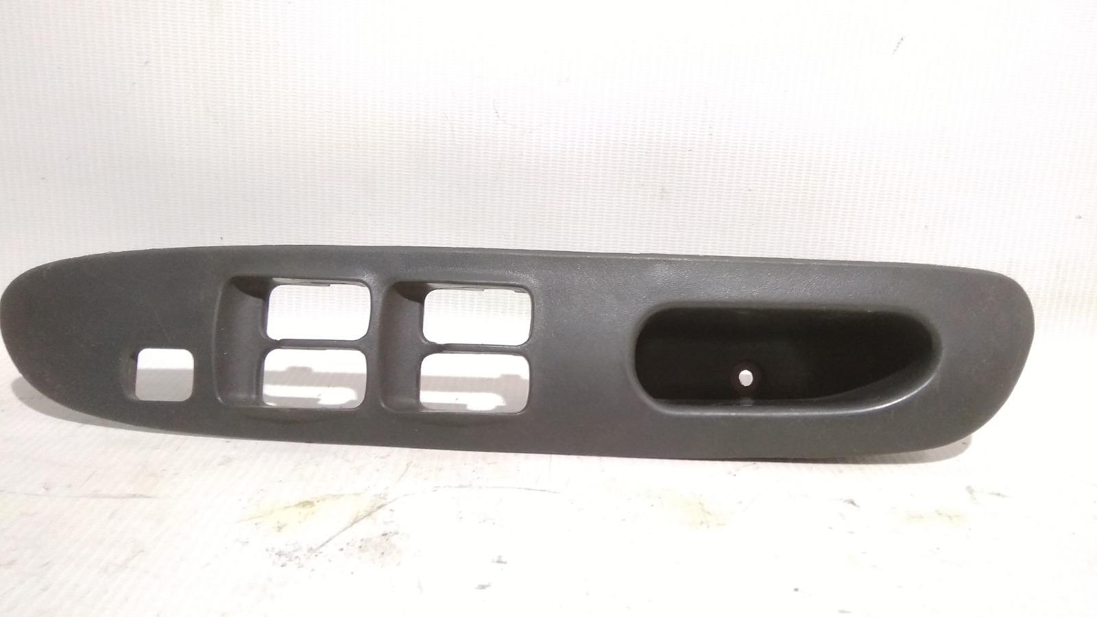 Накладка блока управления стеклоподъемниками Mitsubishi Lancer CK2A 4G15 1999 передняя правая