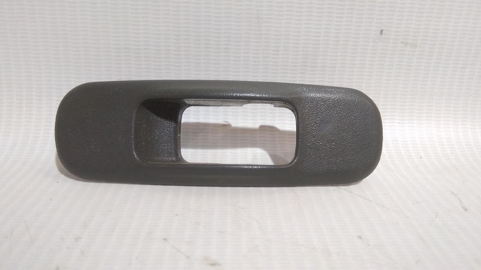 Накладка блока управления стеклоподъемниками Mitsubishi Lancer CK2A 4G15 1999 задняя левая