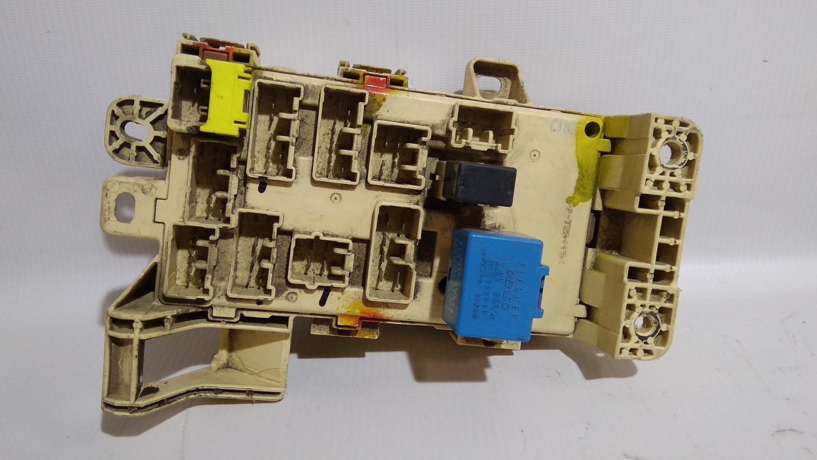 Блок предохранителей салона Toyota Lite Ace Noah CR52 3C-E 2000