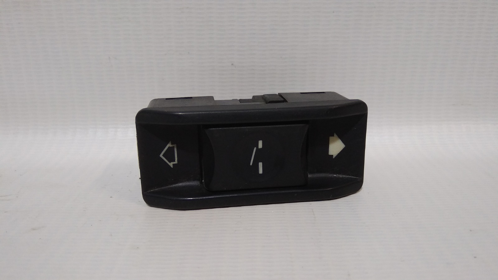 Кнопка люка Bmw 5-Series E60 2004