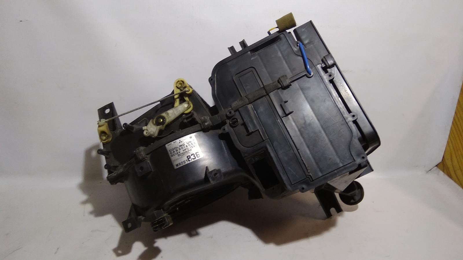 Корпус моторчика печки Mitsubishi Lancer CK6A 6A11 1997