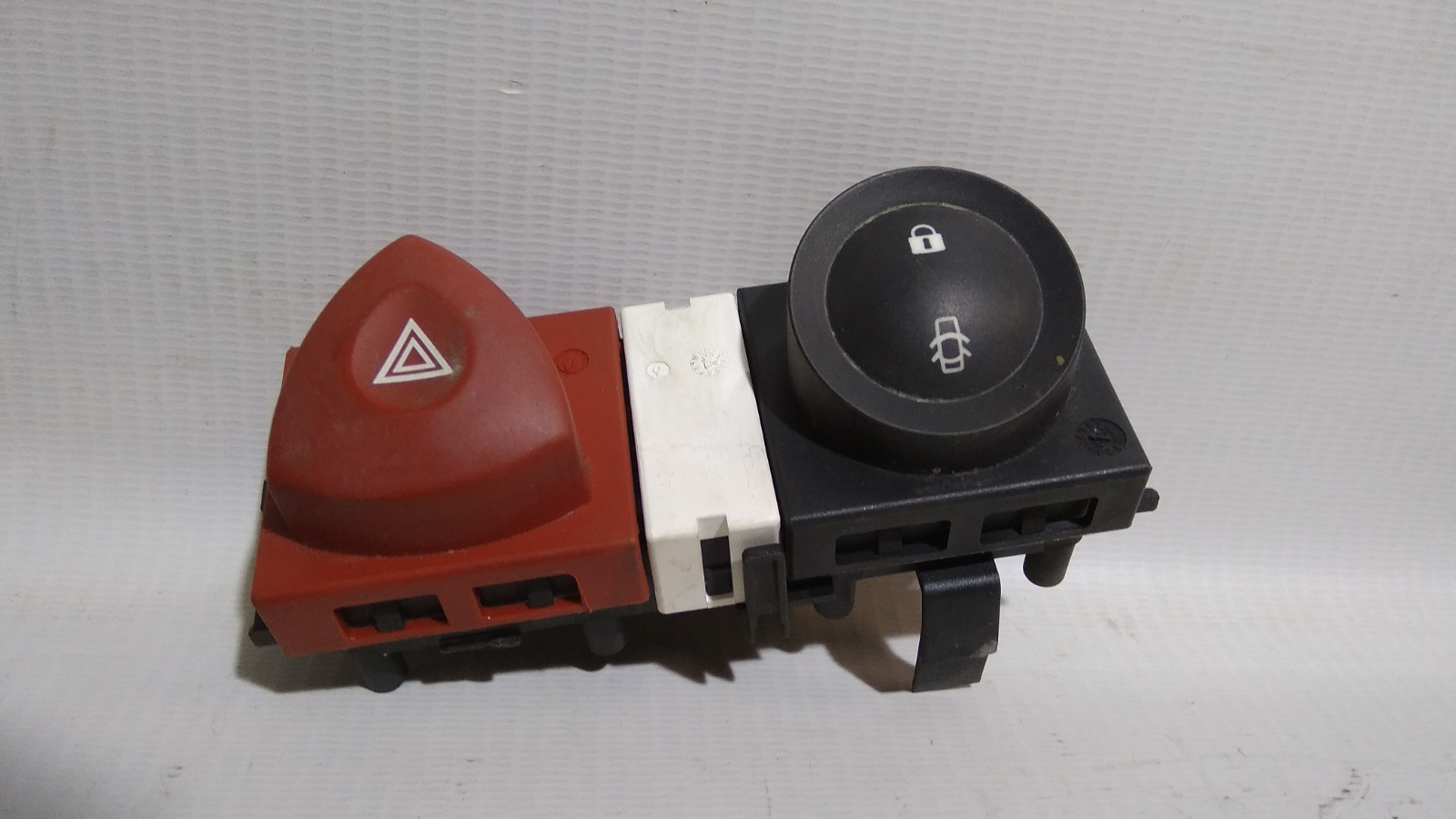 Кнопка включения аварийной сигнализации Renault Megane Ii BM K4M 2002