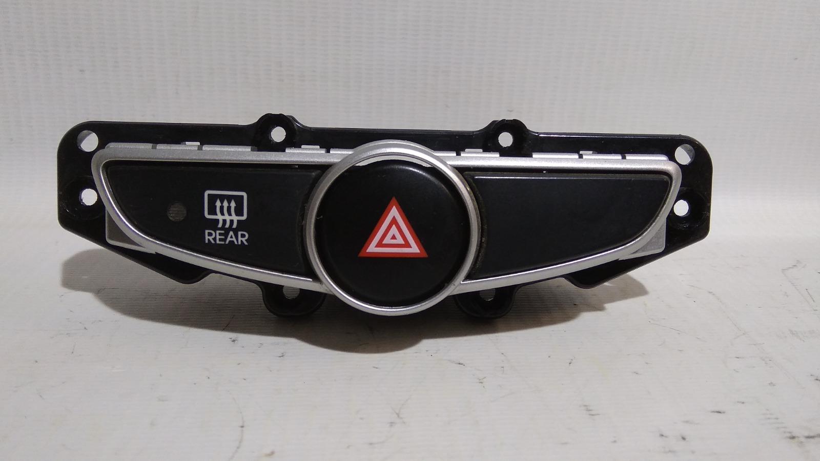Кнопка включения аварийной сигнализации Hyundai Solaris RB G4FC 2010>