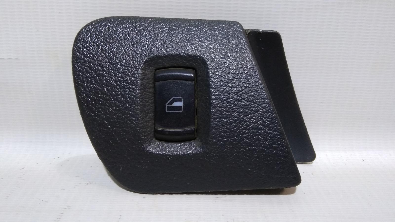Кнопка стеклоподъемника Skoda Octavia 1U2 BCA 2000 передняя правая