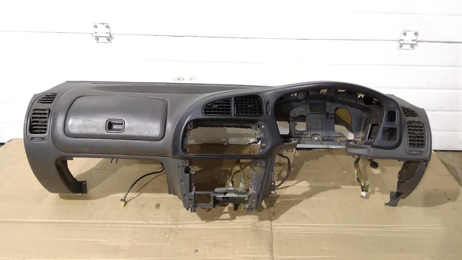 Панель приборов (торпеда) Mitsubishi Lancer CM2A 4G15 1996