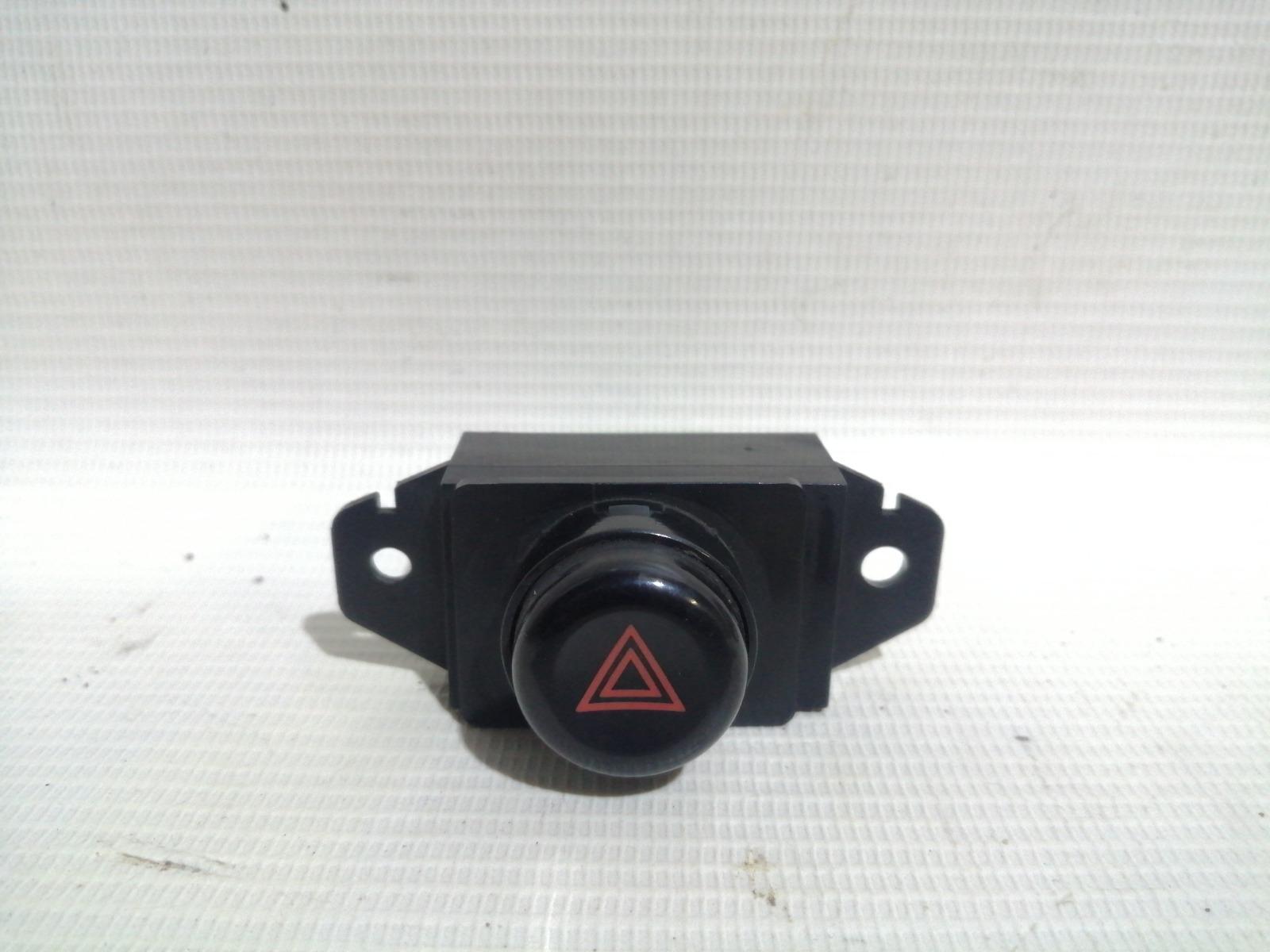 Кнопка включения аварийной сигнализации Mitsubishi Mirage CM2A 4G15 2000