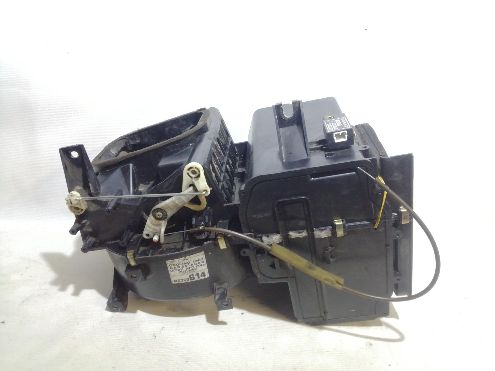 Корпус моторчика печки Mitsubishi Mirage CM2A 4G15 2000