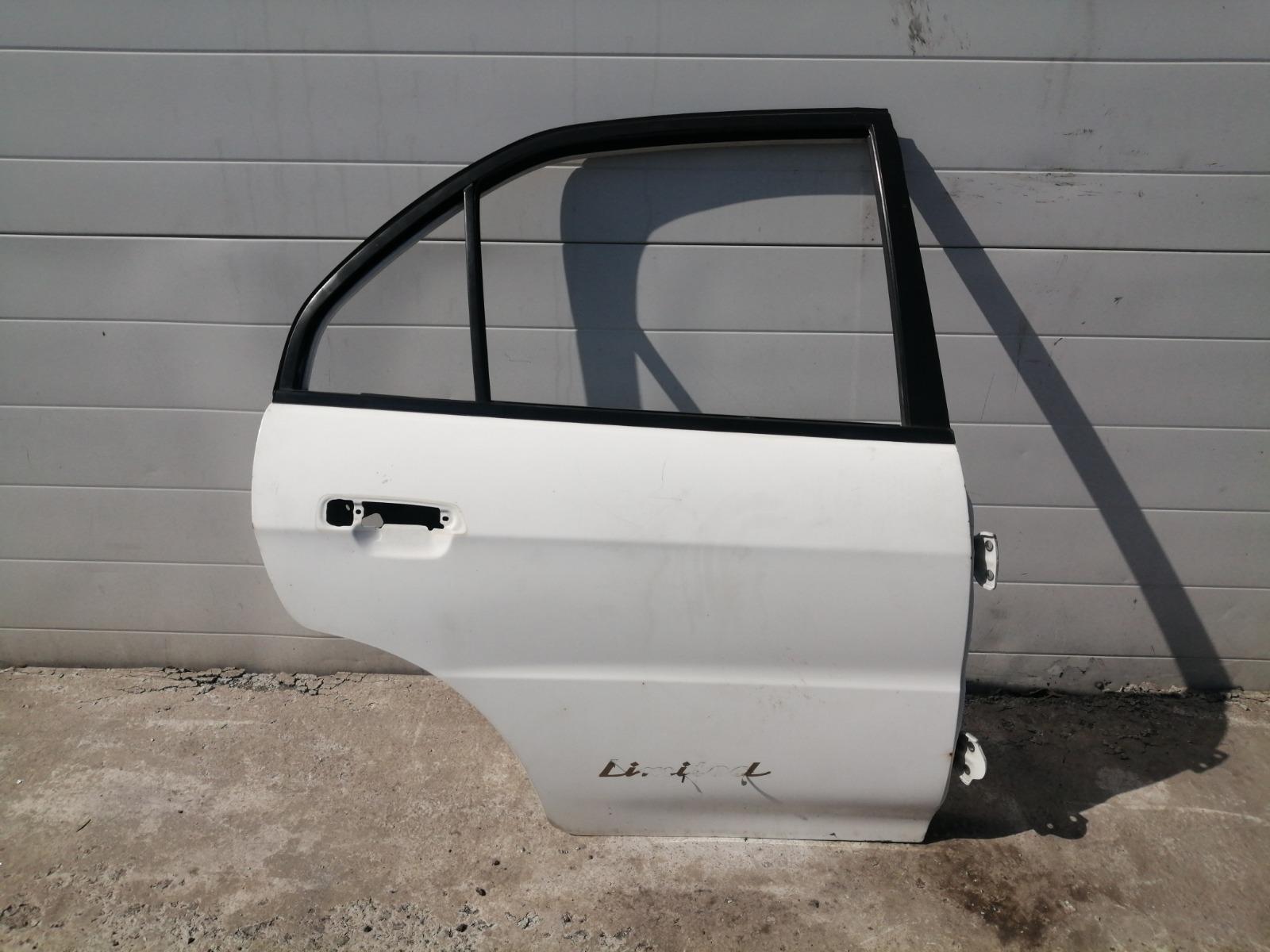 Дверь Mitsubishi Mirage CM2A 4G15 2000 задняя правая