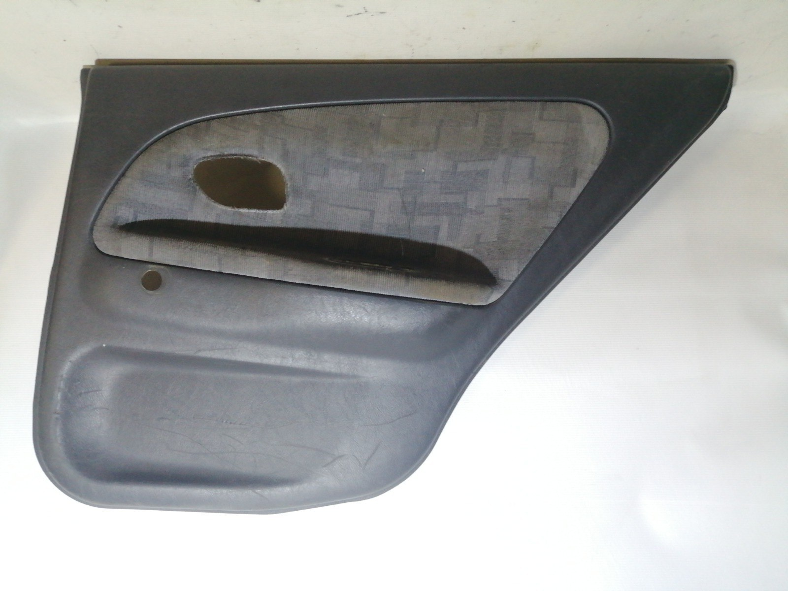 Обшивка двери Mitsubishi Mirage CM2A 4G15 2000 задняя правая