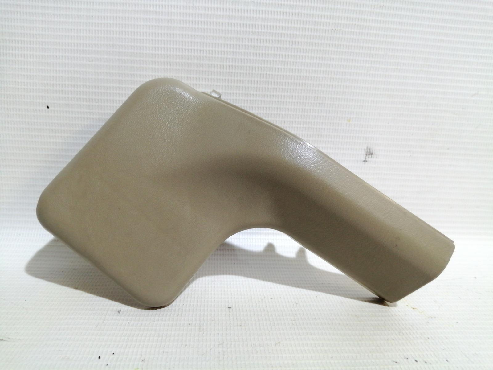 Крышка петли сиденья Nissan Cefiro A33 VQ20DE 2000 правая