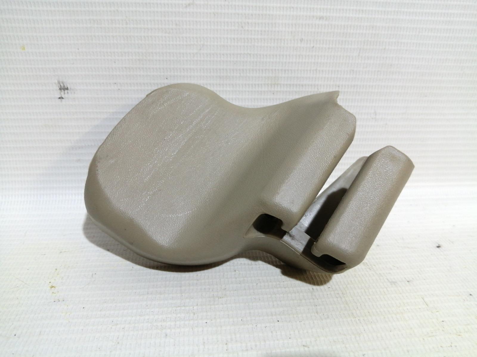 Крышка петли сиденья Nissan Cefiro A33 VQ20DE 2000 левая