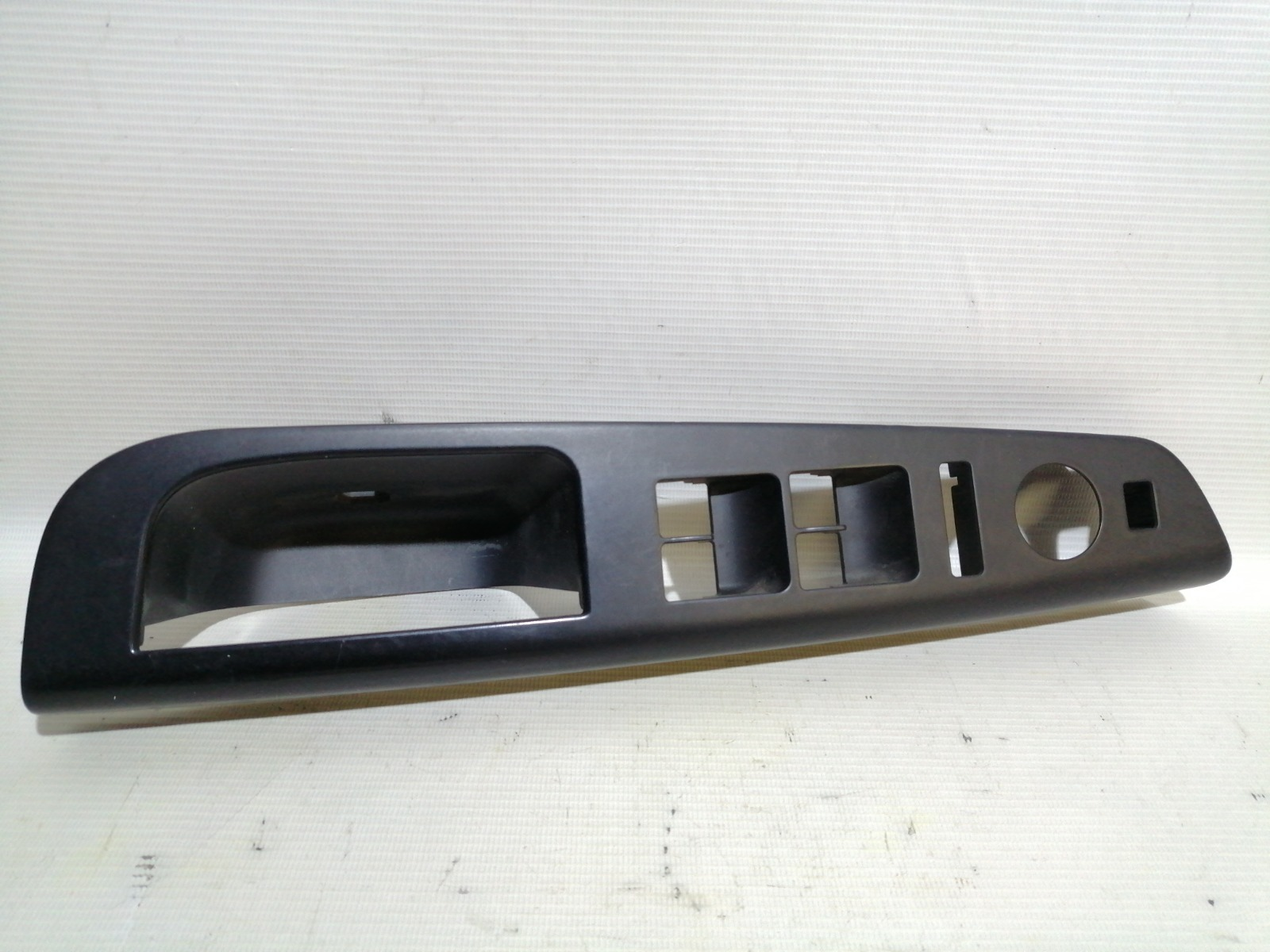 Накладка блока управления стеклоподъемниками Kia Ceed ED G4GC 2007