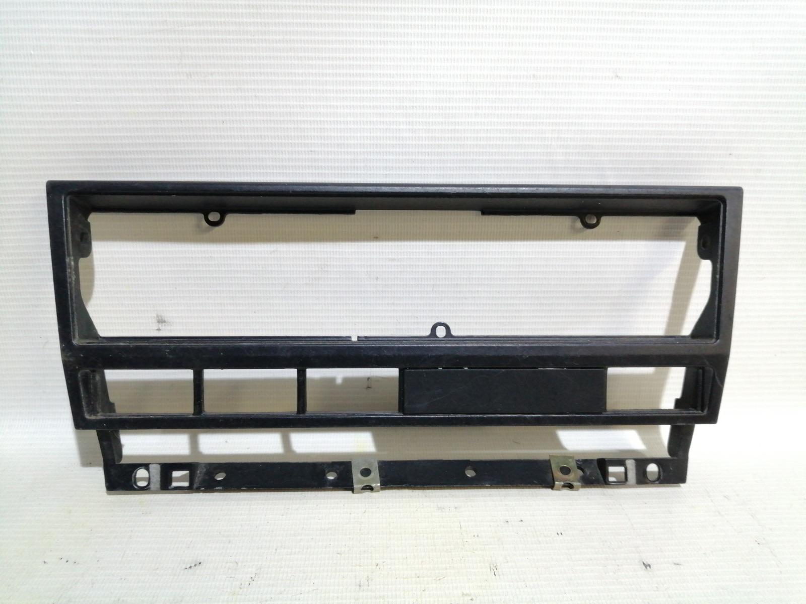 Рамка магнитолы Bmw 5-Series E39 M52B25 1995