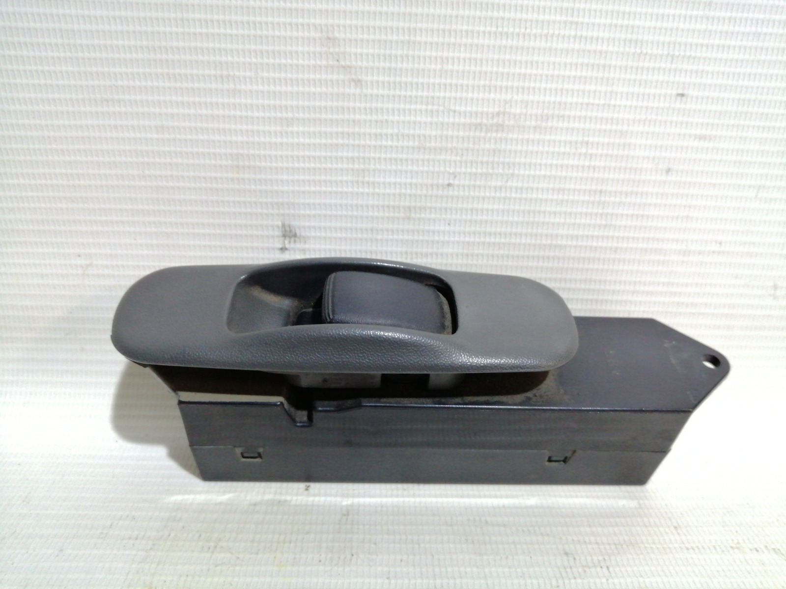 Кнопка стеклоподъемника Mitsubishi Lancer CK5A 4G93 1998 задняя левая
