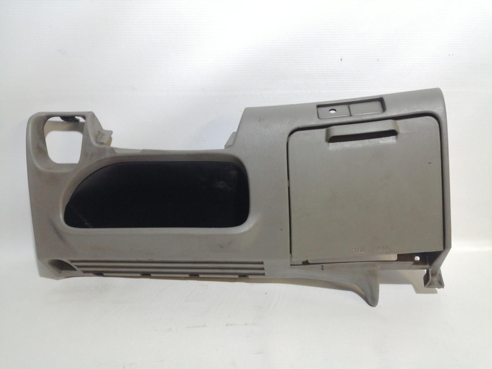 Накладка под рулем Nissan Cefiro A33 VQ20DE 1999