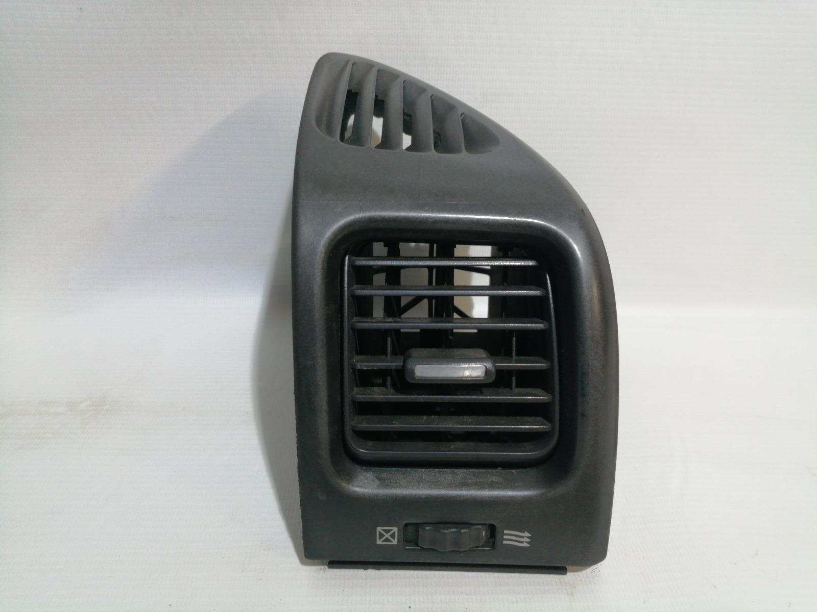 Решетка вентиляционная Nissan Cefiro A33 VQ20DE 1999 правая