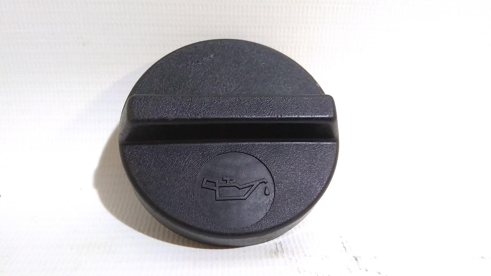 Крышка маслозаливной горловины Nissan Cefiro A33 VQ20DE 1999
