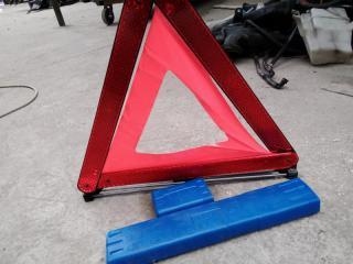 Запчасть знак аварийной остановки TOYOTA PRIUS 2011