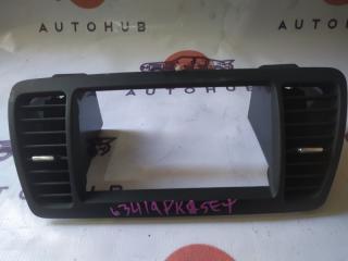 Запчасть рамка магнитолы Subaru Legacy 2005