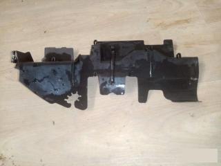 Запчасть дефлектор радиатора левый VW Passat 2006-2011