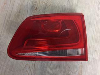 Запчасть фонарь в крышку багажника задний правый VW Touareg 2010-2014