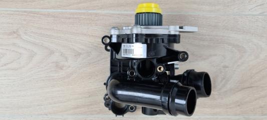 Запчасть насос водяной (помпа) VW Passat 2009-2015