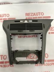 Запчасть рамка магнитолы Opel Astra 2005