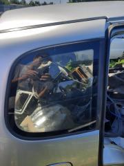 Запчасть форточка задняя задняя правая Chevrolet Niva