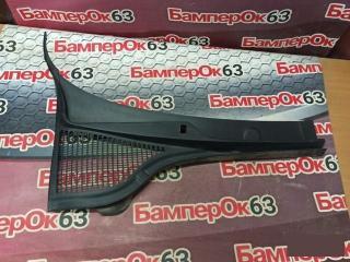 Запчасть решетка под лобовое стекло правая Skoda Octavia 2013