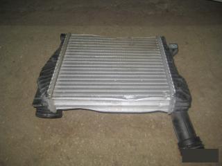 Запчасть интеркулер правый Volkswagen Touareg 2005