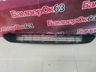 Запчасть решетка в бампер центральная передняя Toyota Rav 4 2016