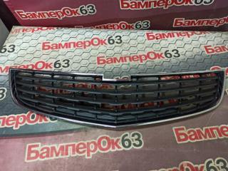 Запчасть решетка в бампер Chevrolet Cruze 2009