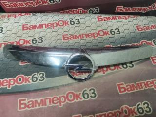 Запчасть накладка решетки радиатора передняя Opel Insignia 2008