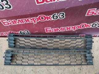 Запчасть решетка в бампер центральная Skoda Rapid 2013