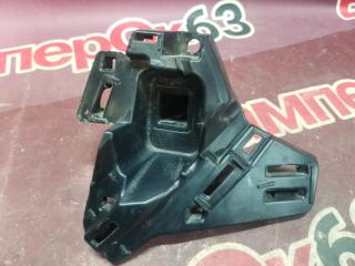 Запчасть кронштейн решетки радиатора передний левый Skoda Rapid 2012