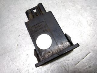 Запчасть кнопка открывания лючка бензобака Toyota Avensis 2 2003-2008