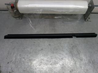 Запчасть накладка стекла задняя правая Dodge Caliber 2007