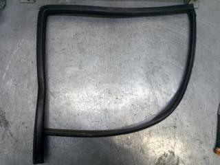 Запчасть уплотнитель стекла двери задний правый Hyundai Santa Fe 2001