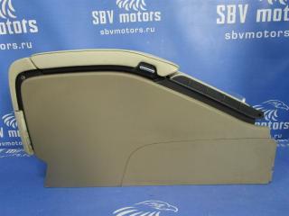 Запчасть подлокотник передний Volvo V70 2009