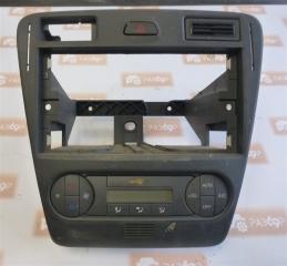 Запчасть рамка магнитолы Ford Fusion 2001-2008