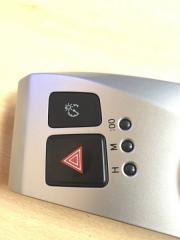 Кнопка аварийной сигнализации Toyota Prius Alpha 2011